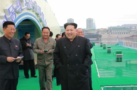Kim Jong Un tours a fishery in Pyongyang (Photo: Rodong Sinmun).