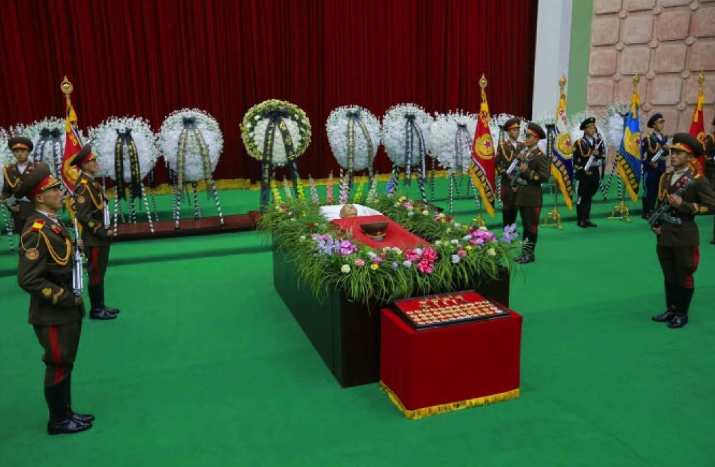 The body of MAR Ri Ul Sol, a former bodyguard to late DPRK President and founder Kim Il Sung and former member of the KPA high command. At the foot Ri's casket are various state awards, titles and gift watches presented to him over the course of his seven decade career (Photo: Rodong Sinmun).