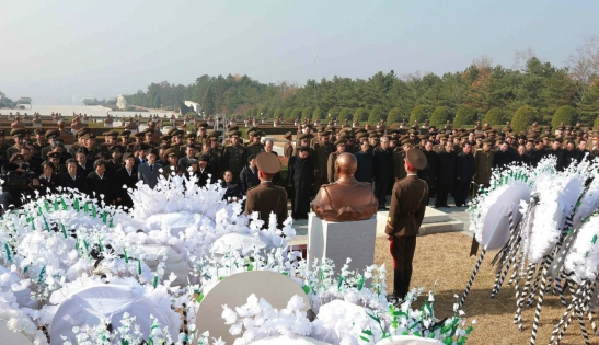 A graveside service to inter MAR Ri Ul Sol at the Revolutionary Martyrs' Cemetery in Pyongyang on November 11, 2015 (Photo: Rodong Sinmun).