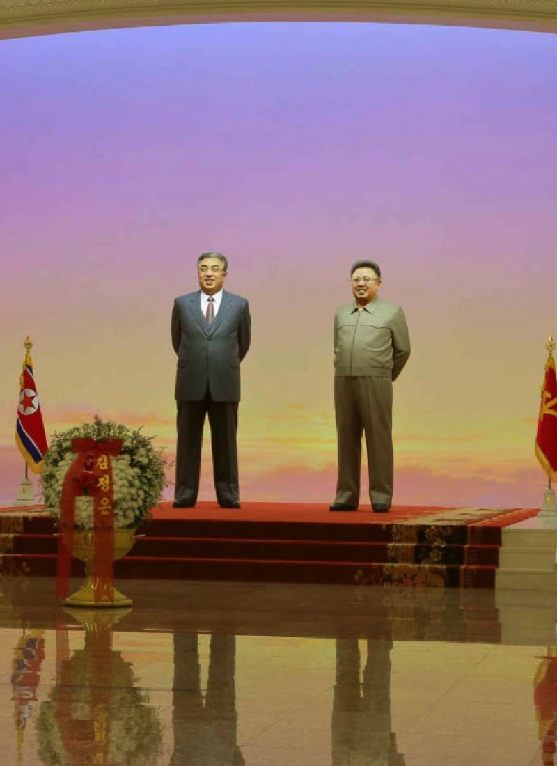 Statues of Kim Il Sung and Kim Jong Il at Ku'msusan (Photo: Rodong Sinmun).