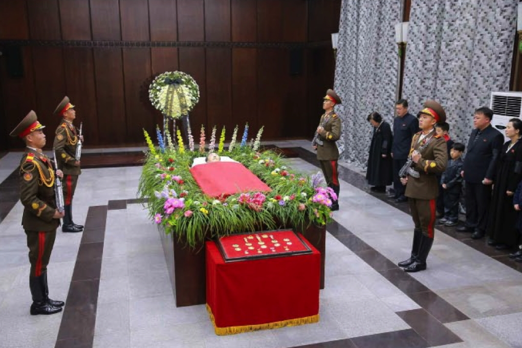 The remains of WPK Secretary for South Korean Affair Kim Yang Gon, attended by a KPA honor guard.  Seen at the foot of his casket are his state titles, awards and watches. (Photo: KCNA/Rodong Sinmun).