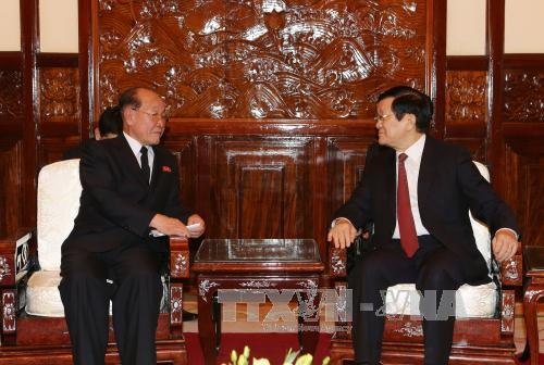 Jang Pyong Gyu talks with Vietnamese President Trương Tấn Sang in Hanoi on December 2, 2015 (Photo: Vietnam News Agency).