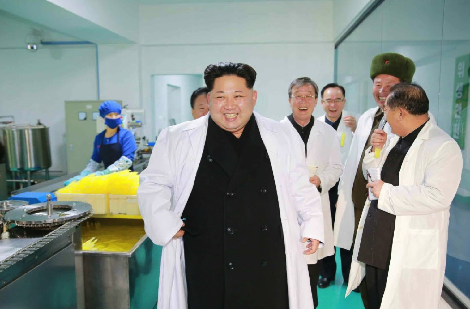 Kim Jong Un tours Ku'mkop General Foodstuff Factory (Photo: Rodong Sinmun/KCNA).