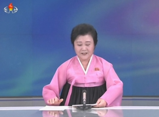 DPRK newscaster Ri Chun Hui reads an announcement of the DPRK government in Pyongyang on January 6, 2015 that claimed the country conducted a test of a hyrdogen bomb (Photo: Korean Central Television).