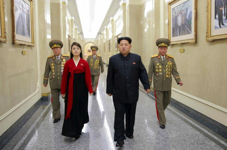 Kim Jong Un (right) and his wife Ri Sol Ju visits Ku'msuan Palace of the Sun in Pyongyang on February 16, 2016, accompanied by adjutants who manage the palace (Photo: Rodong Sinmun).