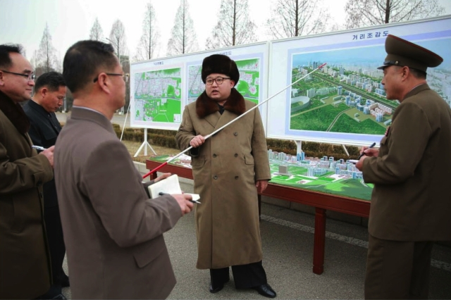 Kim Jong Un issues instruction on the development of a new residential area in Pyongyang. At the right is Lt. General Ma Wo'n-chun, director of the NDC Design Department (Photo: Rodong Sinmun).
