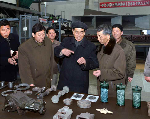 DPRK Premier Pak Pong Ju is briefed about products at the Rakwo'n Machine Complex in Sinu'iju (Photo: Rodong Sinmun).