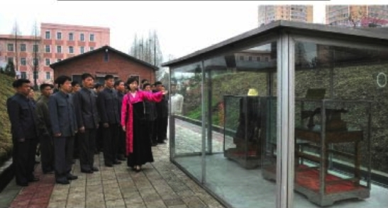 A museum guide speaks about a firearms exhibition at the P'yo'nch'o'n Revolutionary Site in central Pyongyang (Photo: Rodong Sinmun).