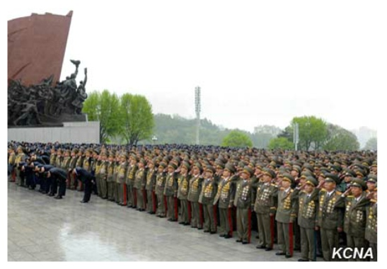 KPA service members and officers who are delegates to the 7th Party Congress pay tribute to the late North Korean leaders at Mansu Hill in central Pyongyang on May 3, 2016 (Photo: Korean Central TV).