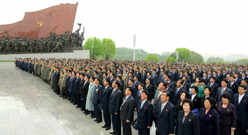 Seventh Congress of the Workers' Party of Korea delegates and observers stand in front of the statues of Kim Il Sung and Kim Jong Il on Mansu Hill in central Pyongyang on May 3, 2016 (Photo: Rodong Sinmun).