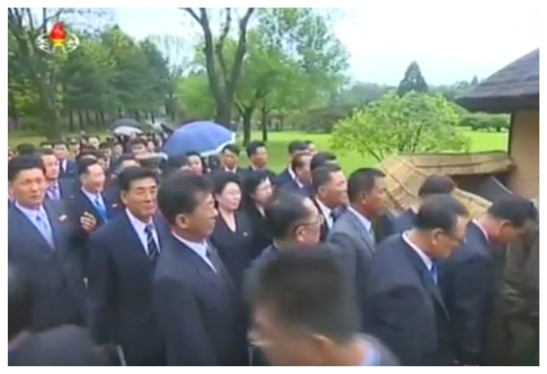 7th Party Congress participants visit the Mangyo'ngdae Revolutionary Site on May 3, 2016 (Photo: Korean Central TV).