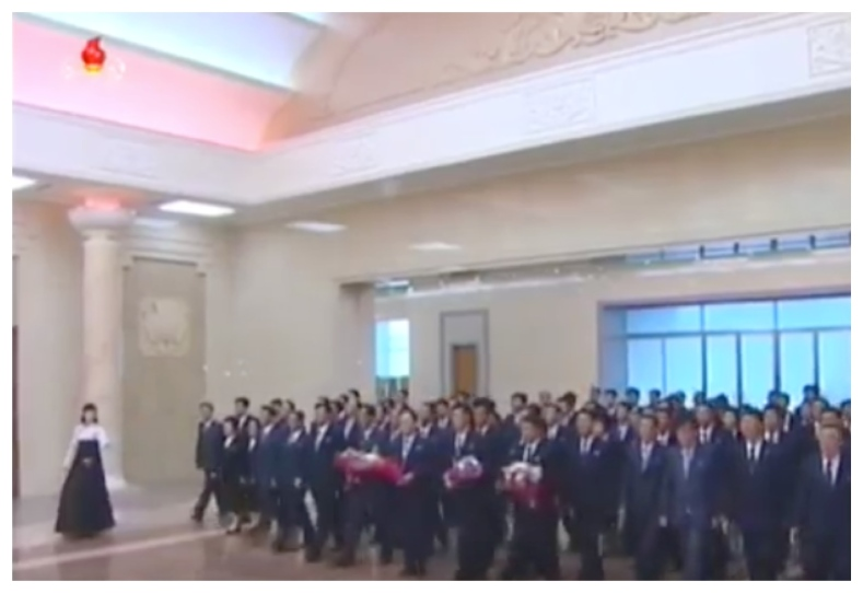 7th Party Congress participants bring flowers to the statues and revolutionary history exhibition at Mangyo'ngdae Schoolchildren's Palace in Pyongyang on May 3, 2016 (Photo: Korean Central TV).