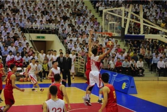 A member of the Sobaeksu Team attempts a layup during a game between the Sobaeksu and Chinese Olympic Teams (Photo: Rodong Sinmun).