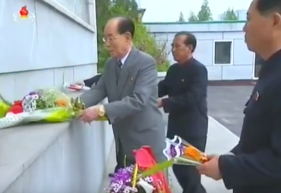 SPA Presidium President Kim Yong Nam places a floral bouquet at the foot of an icon of Kim Il Sung and Kim Jong Il at Kim Cho'ng-t'ae Electric Locomotive Factory in Pyongyang as part of celebrations of International Labor Day on May 1, 2016 (Photo: Korean Central TV).