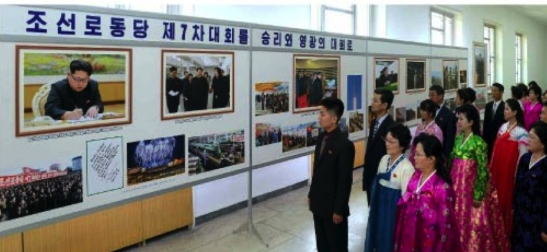 DPRK citizens look at photos that are part of an exhibition marking the convocation of the 7th Party Congress which opened on April 28, 2016 (Photo: Rodong Sinmun).