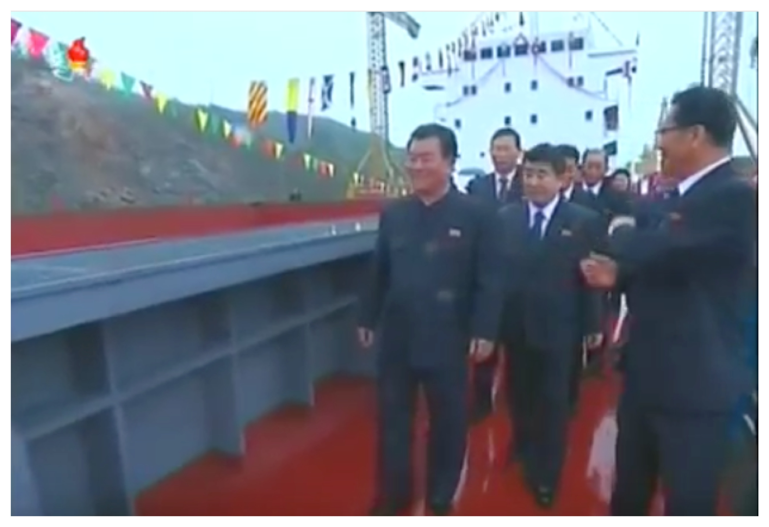 Minister of Land and Marine Transport Kang Jong Gwan briefs WPK Vice Chairman O Su Yong on the Jaryok (Photo: Korean Central TV).