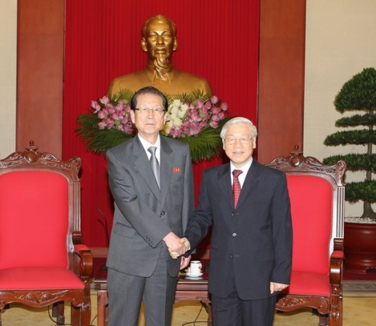 Choe Tae Bok shakes hands with CPV General Secretary Nguyen Pho Trong in Hanoi on June 6, 2016 (Photo: Vietnam News Agency).