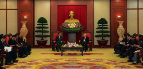 Choe Tae Bok talks with CPV General Secretary Nguyen Phu Trong in Hanoi on June 6, 2016 (Photo: Rodong Sinmun).