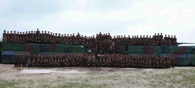 Commemorative photo taken following the test of Kim Jong Un, senior DPRK officials and personnel involved in the missile test (Photo: Rodong Sinmun).