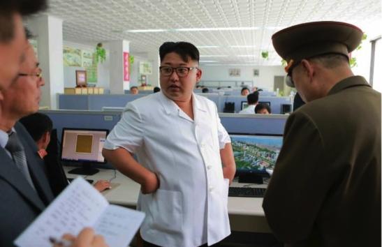 Kim Jong Un talks with senior officials of the Paektusan Architectural Institute (Photo: Rodong Sinmun).