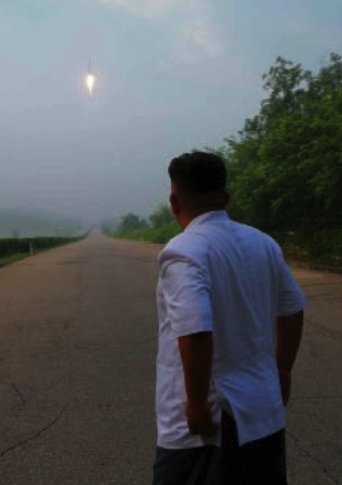 Kim Jong Un watches a ballistic missile launch in a photo which appeared on the bottom right of the front page of the July 20, 2016 edition of the WPK daily newspaper Rodong Sinmun (Photo: Rodong Sinmun).
