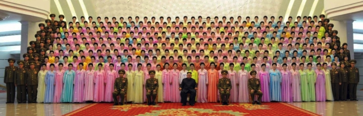 Commemorative photograph of Kim Jong Un, senior KPA command personnel and participants in an art contest of KPA officers' wives (Photo: Rodong Sinmun/KCNA).