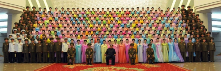 Commemorative photo of Kim Jong Un, senior KPA command personnel and participants in a performance contest of KPA officers' wives (Photo: Rodong Sinmun/KCNA).