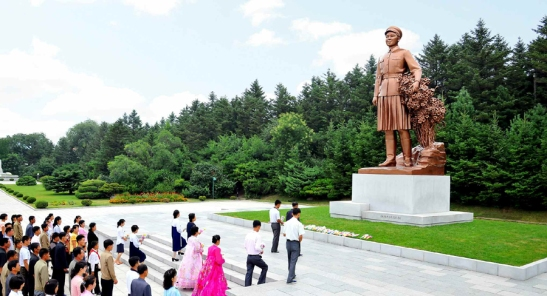 View of the Kim Jong Suk Statue at the revolutionary site in her hometown, Hoeryo'ng, North Hamgyo'ng (Photo: Rodong Sinmun).