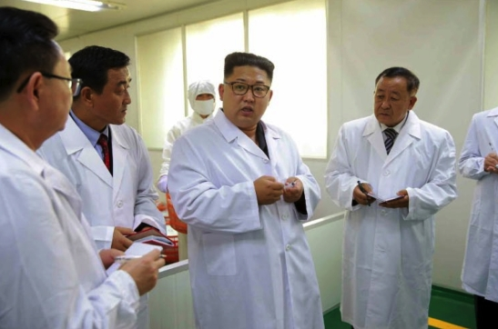 Kim Jong Un speaks to factory managers during a visit to the Taedonggang Syringe Factory in a photo which appeared top-center on the front page of the September 24, 2016 edition of the WPK daily organ Rodong Sinmun (Photo: Rodong Sinmun).