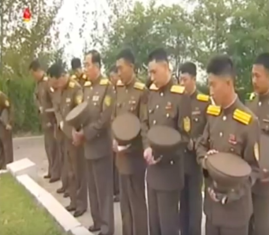 Officers of the South P'yo'ngan People's Security Bureau pay their respects at a P'yo'ngso'ng cemetery on September 15, 2016 (Photo: Korean Central Television).