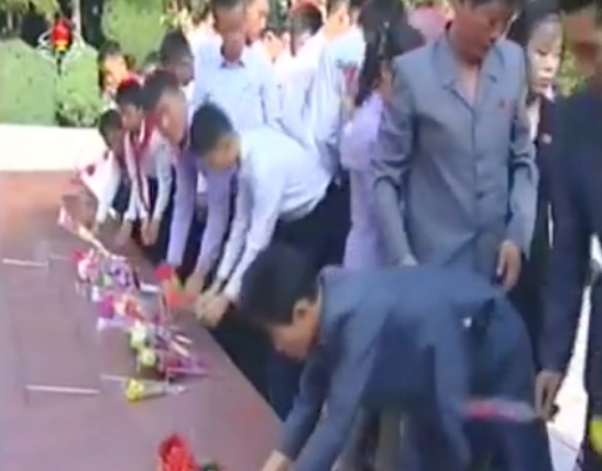 Korean Children's Union, Youth League and students present floral bouquets at a cemetery in Wo'nsan, Kangwo'n Province on September 15, 2016 (Photo: Korean Central Television).