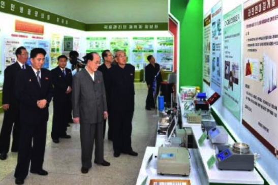 DPRK central leadership visits an exhibition at Kim Il Sung University on October 2, 2016 (Photo: Rodong Sinmun).