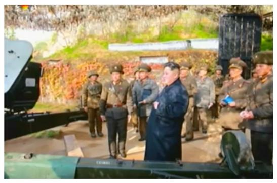 Kim Jong Un inspects an artillery piece on Changjae Islet (Photo: Korean Central Television).