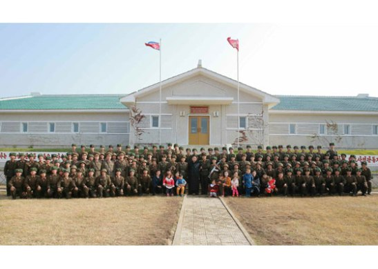 Commemorative photograph of Kim Jong Un, members of the KPA high command and service members and their families of the Changjae Islet coastal defense detachment (Photo: Korean Central Television).