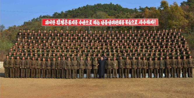 Commemorative photo of Kim Jong Un with members of a special forces battalion subordinate to KPA Unit #525 (Photo: Rodong Sinmun).