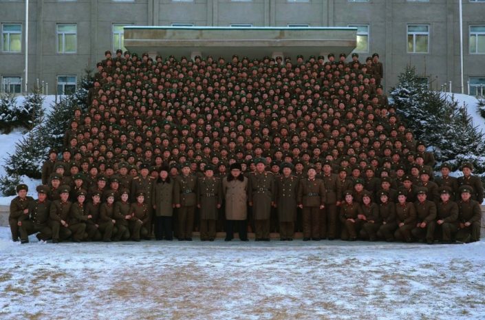 Kim Jong Un poses for a commemorative photograph with commanders, staff officers and service members of the headquarters element of KPA Large Combined Unit #380 in a photo which appeared on the cover of the November 25, 2016 edition of the WPK daily organ Rodong Sinmun (Photo: Rodong Sinmun).