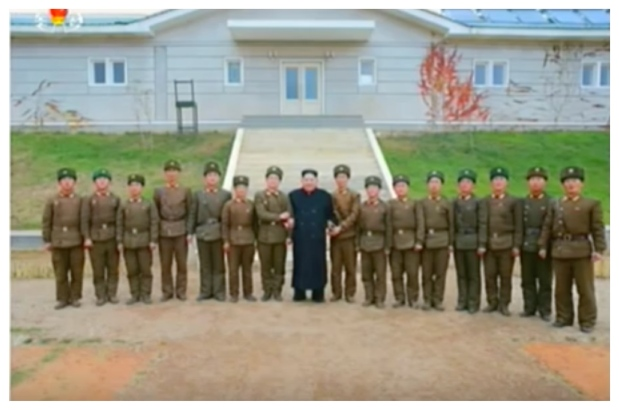 Kim Jong Un poses for a commemorative photo with members of an artillery unit of the coastal defense unit (Photo: Korean Central Television).