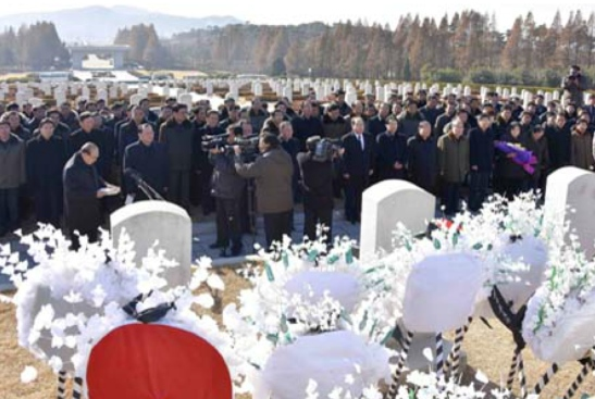 SPA Presidium Vice President Yang Hyong Sop speaks at a graveside service for Ryu Mi Yong on November 24, 2016 at Patriotic Martyrs' Cemetery in the suburbs of Pyongyang (Photo: Korean Central News Agency).