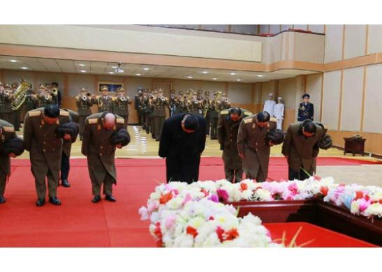 Kim Jong Un and senior officials bow at the casket of former civil aviation boss Kang Ki Sop (Photo: Rodong Sinmun/KCNA).